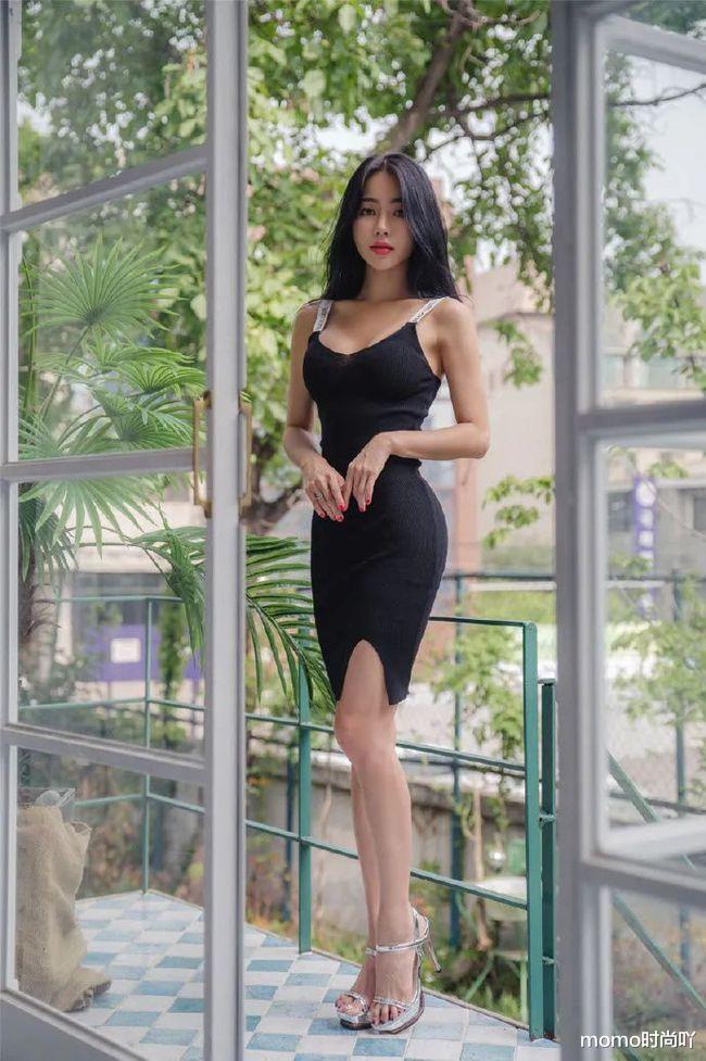 姐姐穿的可真简单,一条针织裙加高跟凉鞋,秒变气质女郎