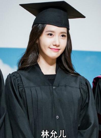 景甜:这是我毕业照,关晓彤:有我美吗?刘亦菲:我看谁能和我比