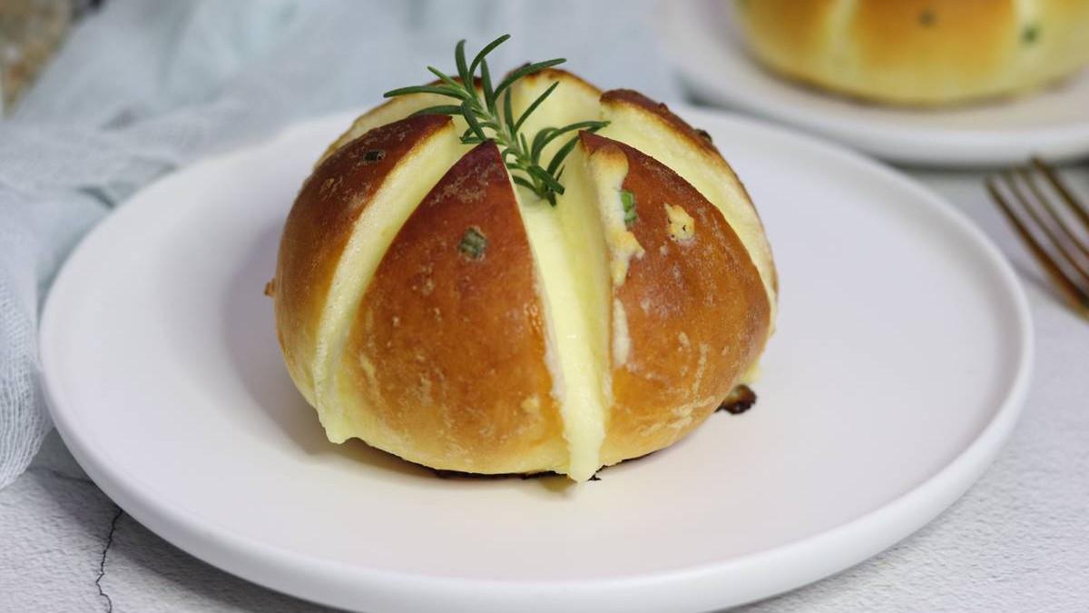 好吃的蒜香面包,浓郁奶香和蒜香碰撞是一绝,烘焙新手也能驾驭