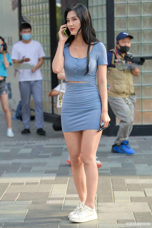 雾霾蓝连衣裙套装,性感优雅,前后两种风格的奇特设计