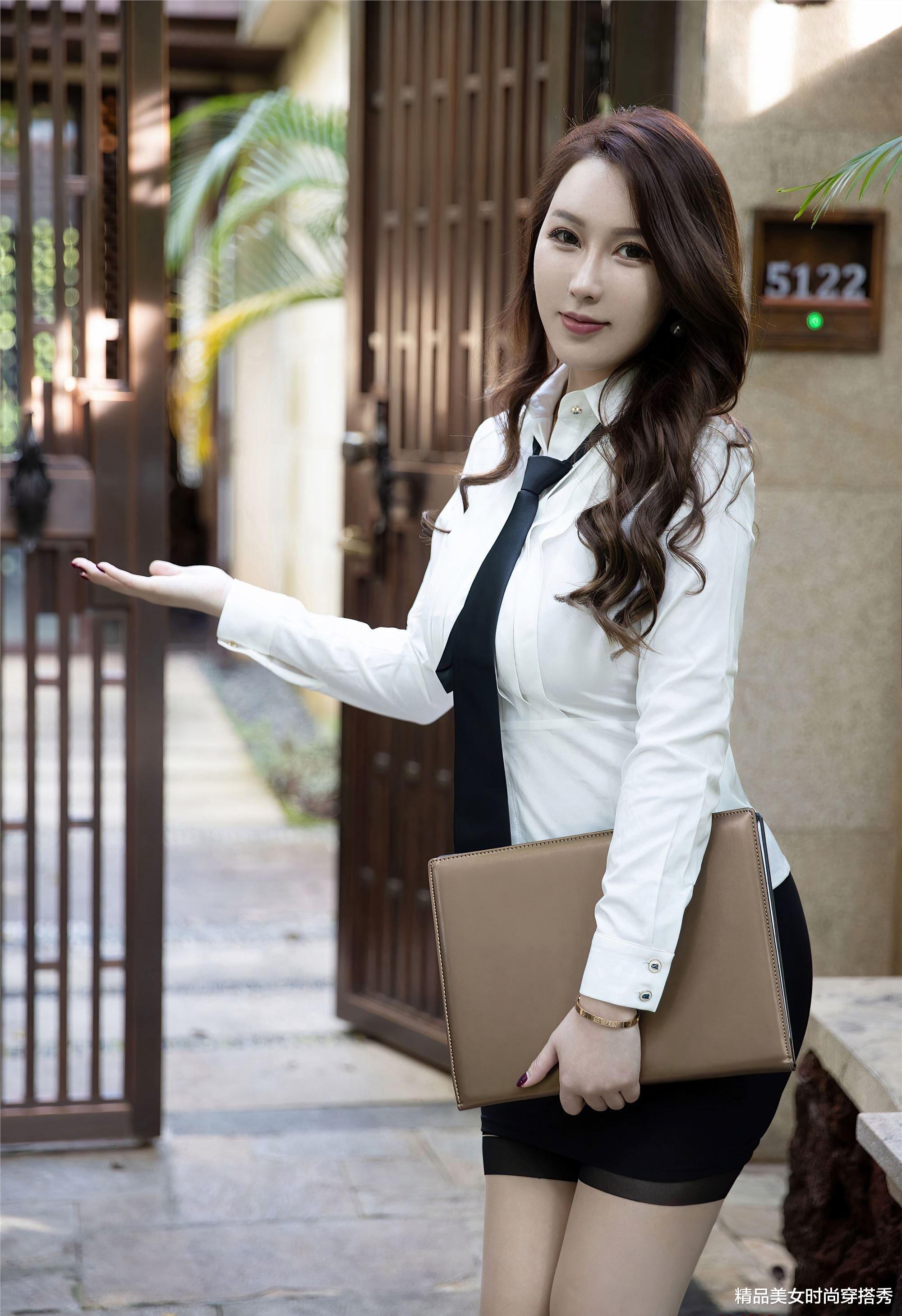 玉人姐姐穿白衬衫,第一眼就给人一种英姿飒爽的视觉_网易娱乐新闻