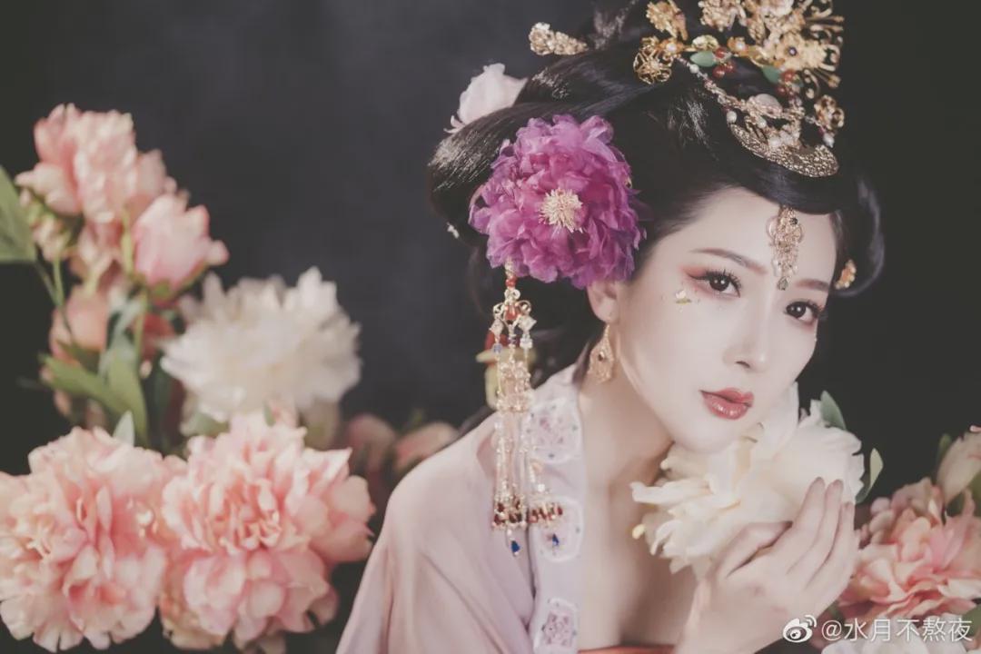 汉服小仙女:佳丽如花隔云端