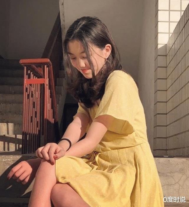 """李嫣终于拿掉""""兔唇""""标签,整容后美出新高,神似年轻时的王菲"""