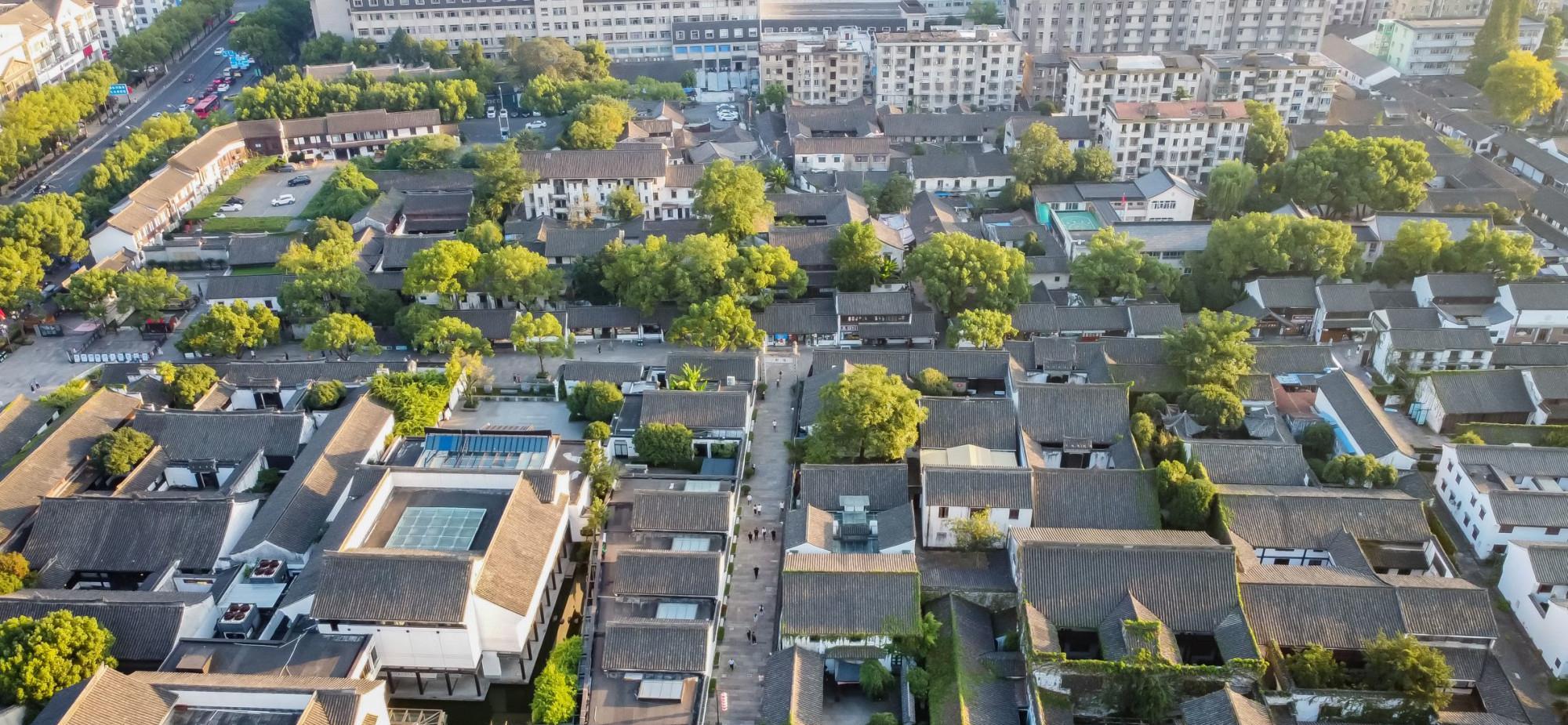 绍兴最出名的景点,鲁迅故乡报告文豪故事,位于郊区还不