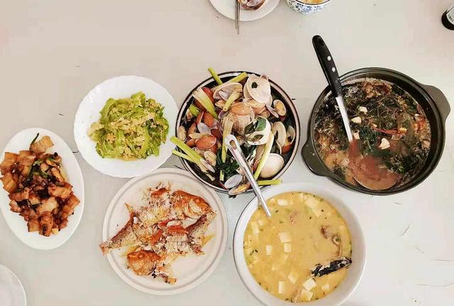 女婿下厨做母亲节午餐,4菜2汤,荤素搭配营养全,网友:很用心