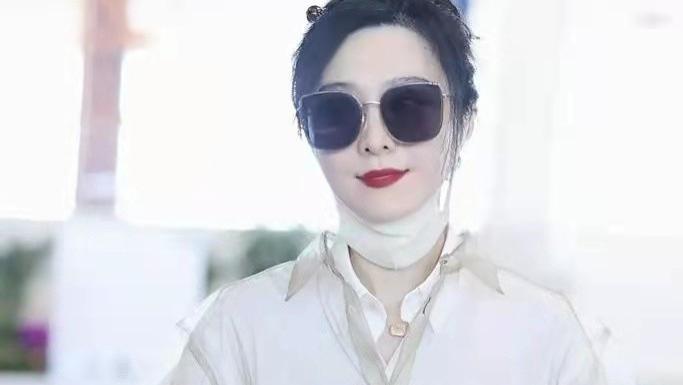 范冰冰偶像包袱好重!戴口罩也不忘涂大红唇,解锁穿搭新风格超靓
