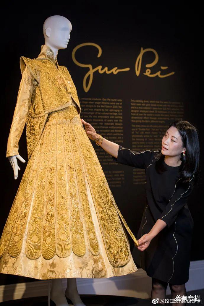 中国高定第一人:蕾哈娜的「龙袍」与赵丽颖的「热搜」