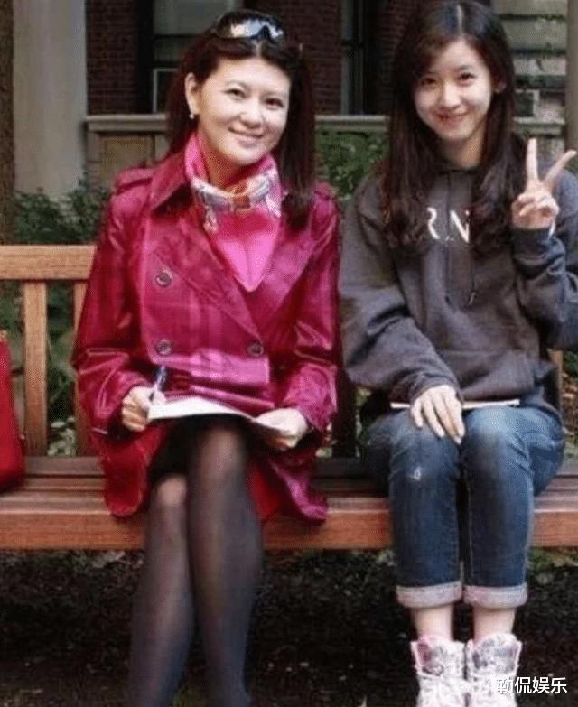 比刘强东大5岁的丈母娘长啥样?看了本人照片后,网友:眼光真好