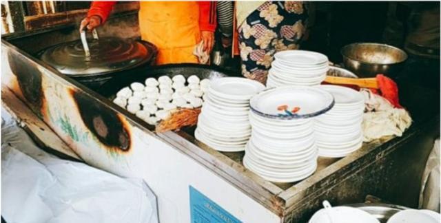 安徽61岁大叔做早餐29年,1.5元1个的牛肉煎包,4小时卖出2000个