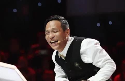 资讯我关注宋小宝自称年轻比蔡徐坤帅,本以为在吹牛,看到旧照差点信了