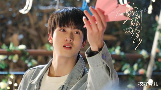 这是吻戏最多的一部剧了吧,男主陈宥维才23岁,难为他了