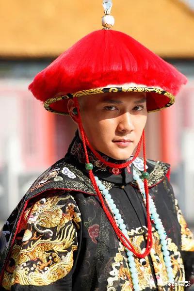 冯绍峰新戏路透,头发凌乱手臂瘦成皮包骨,网友:太敬业了