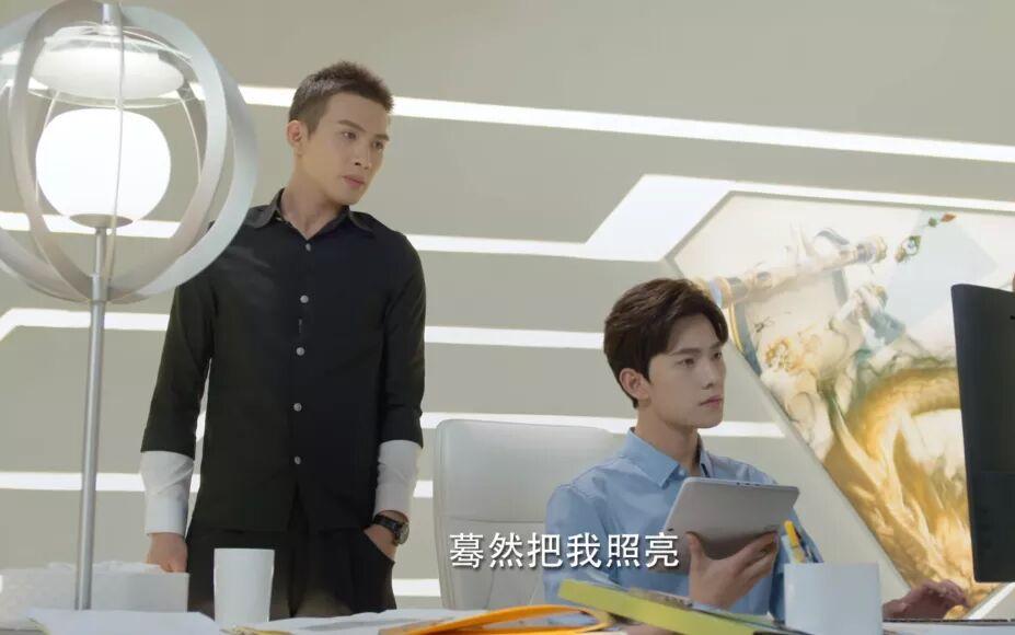 杨幂旗下又出一位红人,六年前他站在杨洋身边,我就喜欢他的颜了_香港娱乐新闻