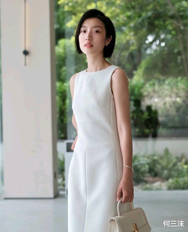 夏日穿搭要做减法,简朴细腻的穿搭,才气更彰显出自身的魅力_娱乐新闻网