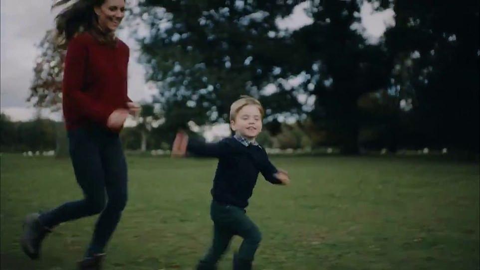 凯特一家5口野餐太嗨皮!3岁路易奔跑最抢镜,夏洛特穿绿毛衣超美