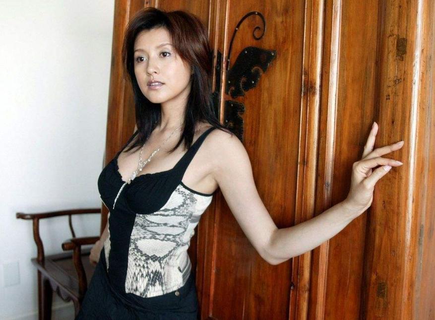 誉为日本第一美女的藤原纪香,越成熟越魅力,难怪郭天王恋恋不忘