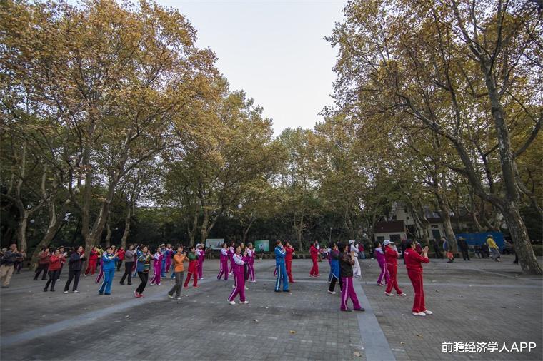 舞出安康!研讨发明:女性跳广场舞可有用低落胆固醇程度