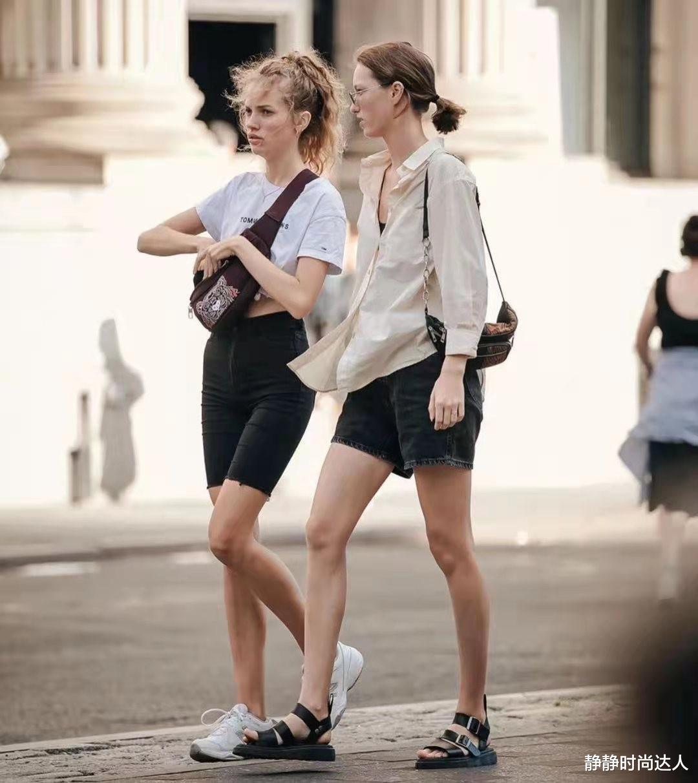 夏季T恤怎样穿才没有路人感?看看西欧街拍look,繁复又时兴