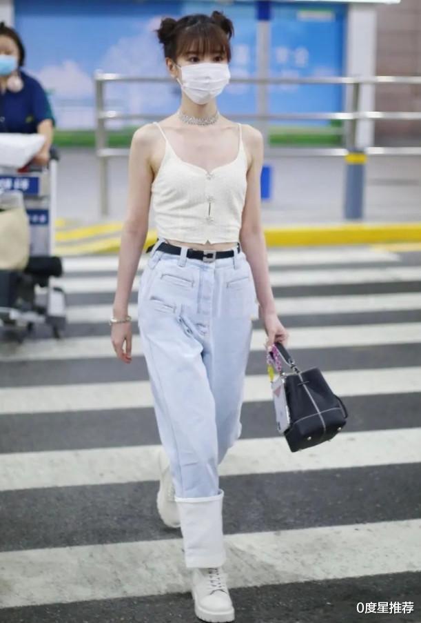 毛晓彤的无赘肉身体太绝了!看她穿上无痕背心,直男都要红了脸_娱乐新闻网