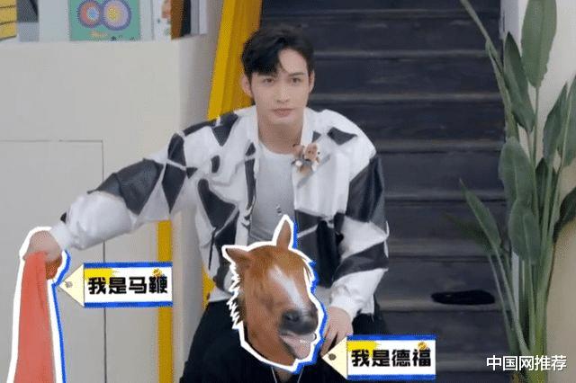 娱乐滚动新闻_《请托了冰箱》第七季口碑滑铁卢:王嘉尔被嘉宾当马骑,惹骂声一片