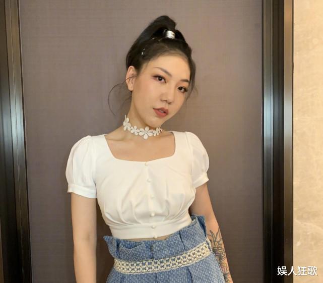 荆棘不停!继刘欢退出2021《好声音》后,又一位女导师退出了_日韩娱乐新闻