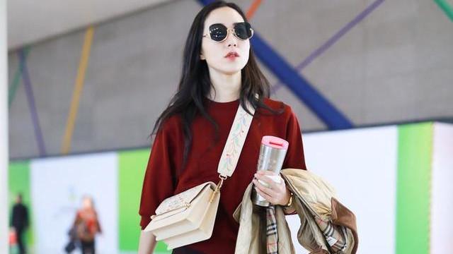 韩雪的时尚越来越难懂,机场穿五分裤还手捧保温杯,冷还是热?