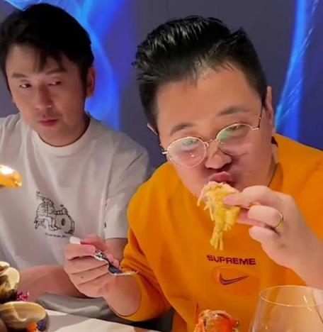 """大网红被官媒点名,这位吃播""""犀利"""",王思聪也不敢这么吃"""