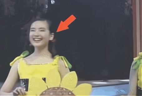 25年前的春晚,谁注意到潘长江身旁跳舞的女配?如今红得一塌糊涂