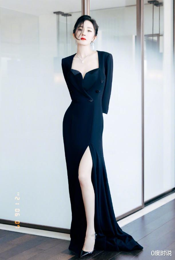 杨幂穿黑色礼裙气量美艳,大开叉裙摆撩到大腿根,好身体不怕走光