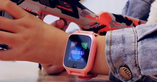 """大行其道的电话手表,被孩子开发了""""新用途"""",宝妈也是悔不当初"""