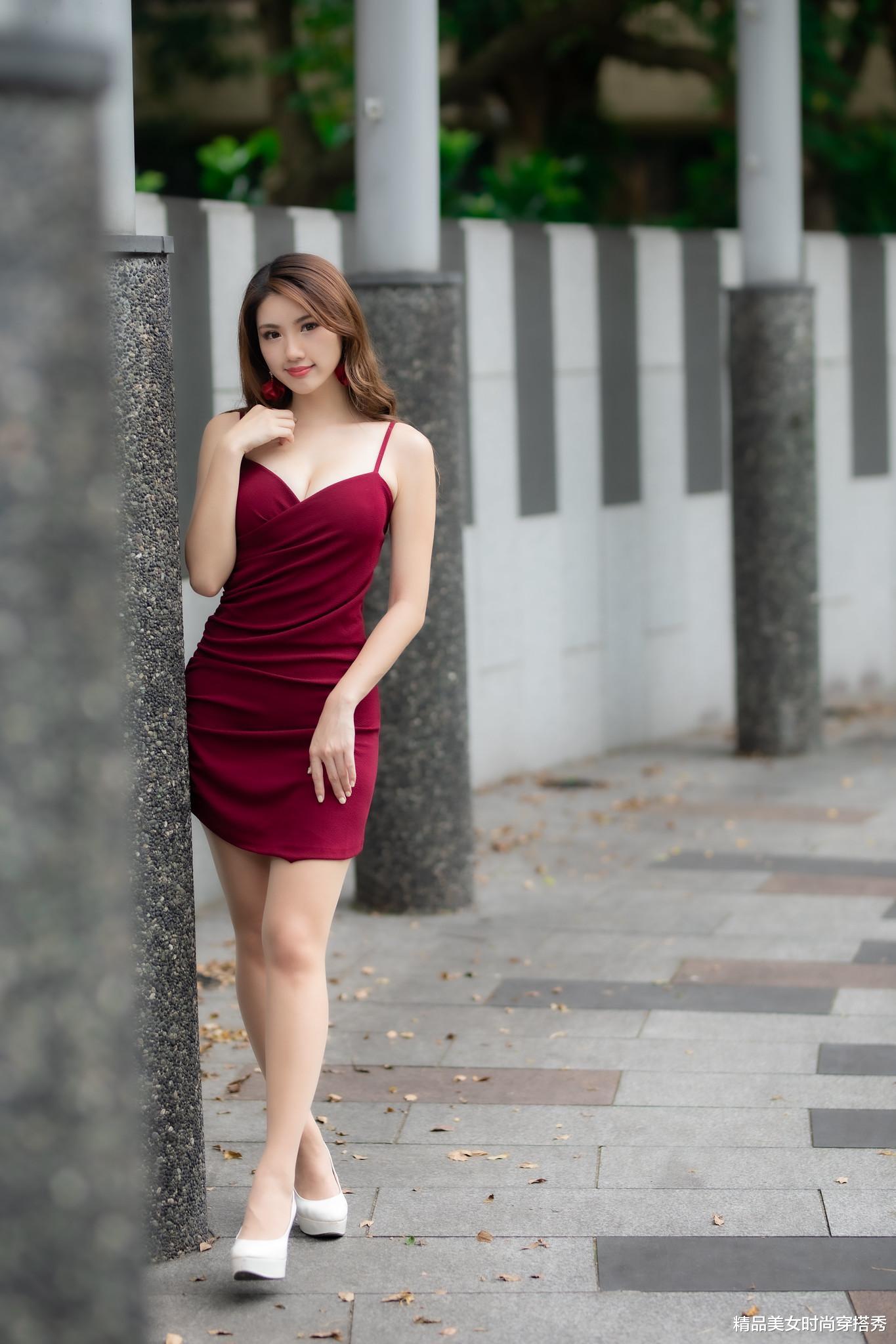 明星娱乐新闻_热情洋溢的红色吊带连衣裙,充满着青春的活力,优美悦耳