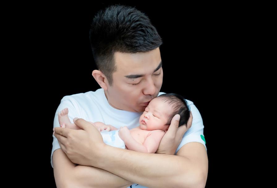 2017娱乐新闻_网红舞帝利哥跳槽大获乐成,直播半个月收入3000万,网友:有水分