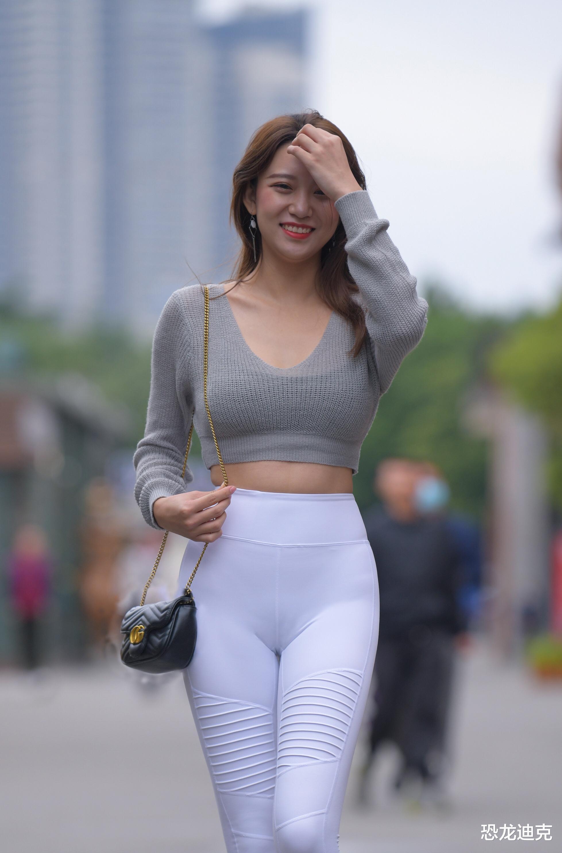 性感的热裤在瑜伽裤面前,有时候也会黯然失色