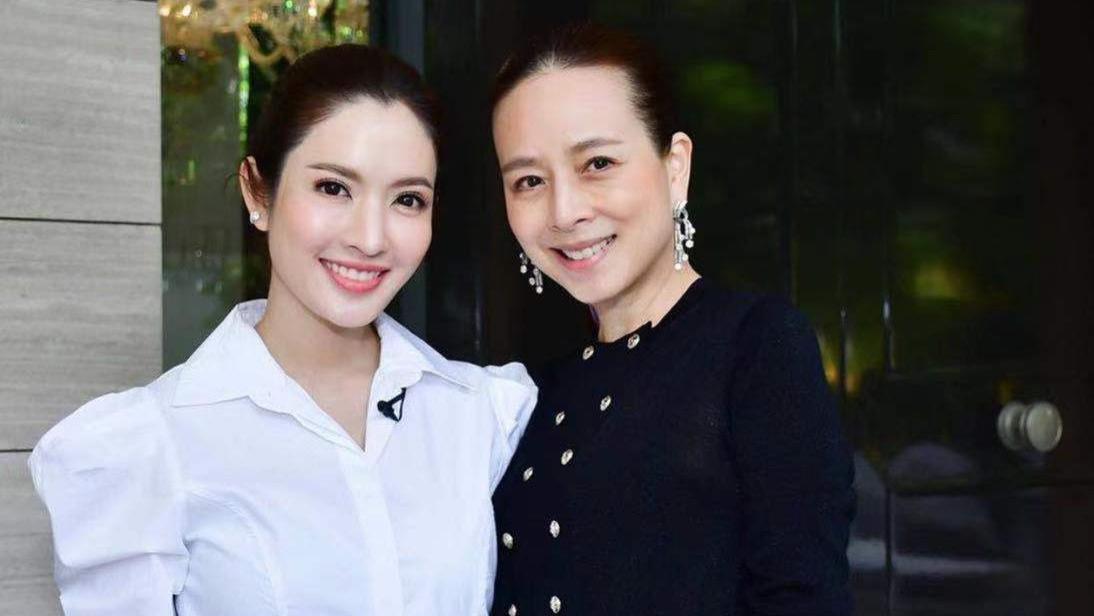 泰国华裔女富婆美过诗妮娜!用丝带绑马尾会扮嫩,泰王都为其着迷