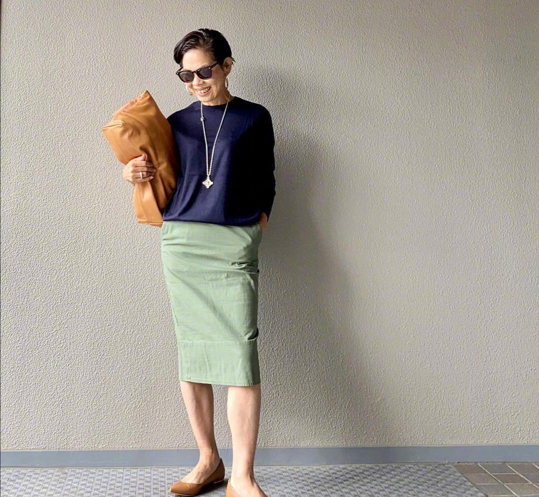 奔六也要穿出时尚感,这位博主的搭配减龄又洋气,美得猜不出岁数_娱乐明星新闻