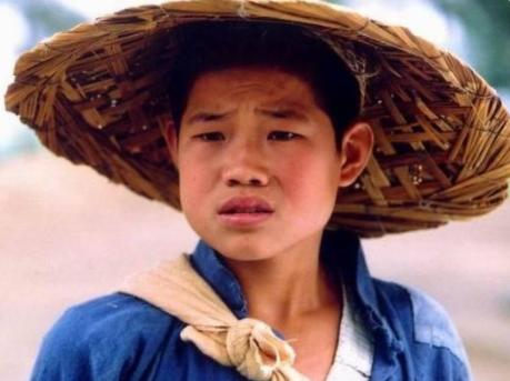 不听成龙劝阻翻拍《战狼2》,小兵张嘎挑战吴京,上映后全是差评