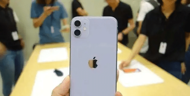 """iPhone11一夜沦为""""清仓价"""",最低来到4199元 好物评测 第3张"""