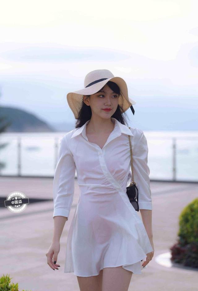 港台娱乐新闻_显瘦的连衣裙,恬静带着点小细腻,约会必备