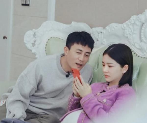 杜淳刚睡醒就要换床单,镜头拉近放大细节后,结过婚的不言而喻