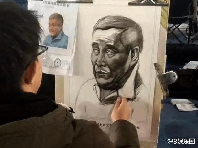 """美术生考试素描""""赵本山"""",青铜考生辣眼睛,王者考生被赞""""上帝吻过的手"""""""