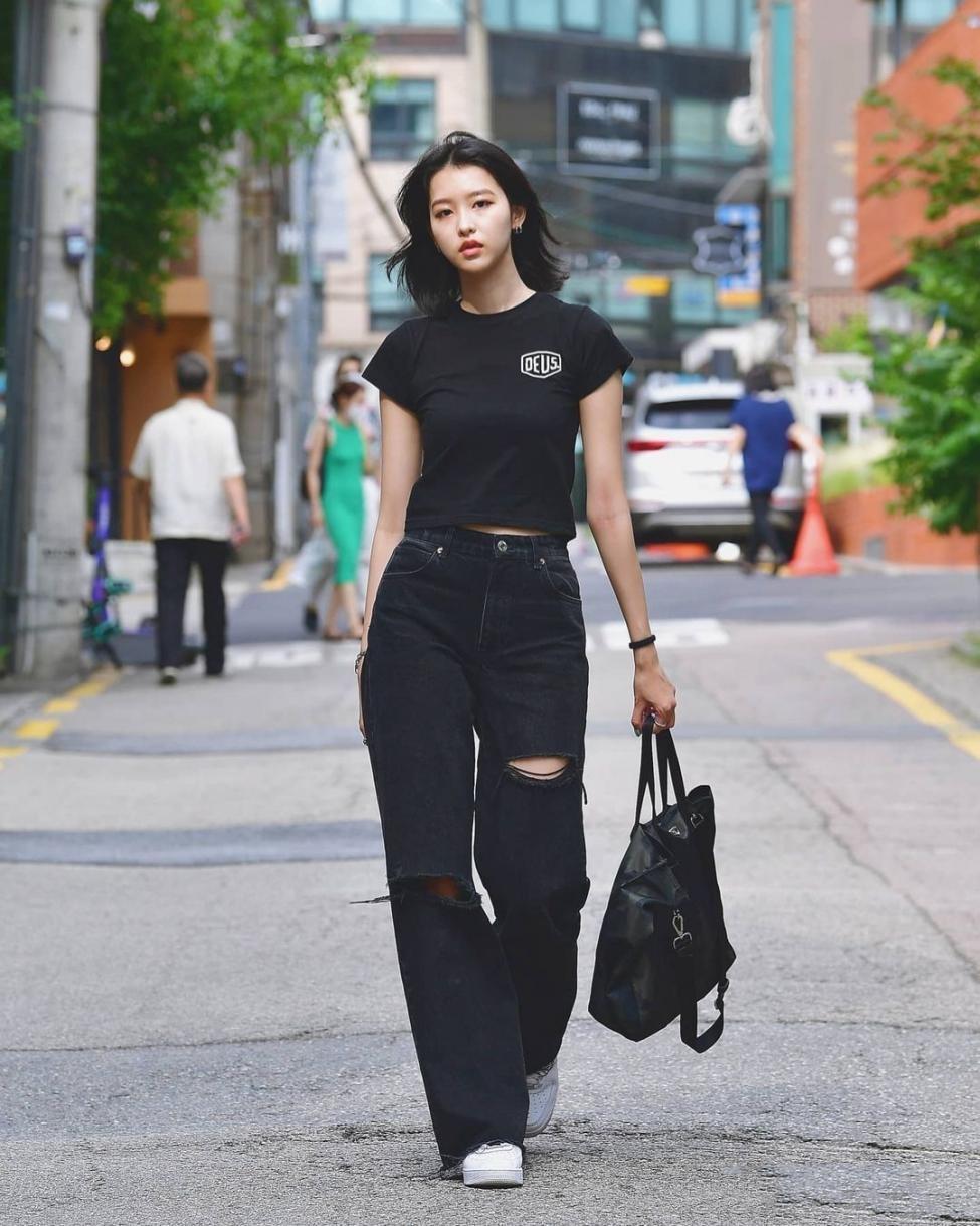 被韩国路人街拍冷艳到了,没有号衣和高跟鞋,根底款也能玩转时兴