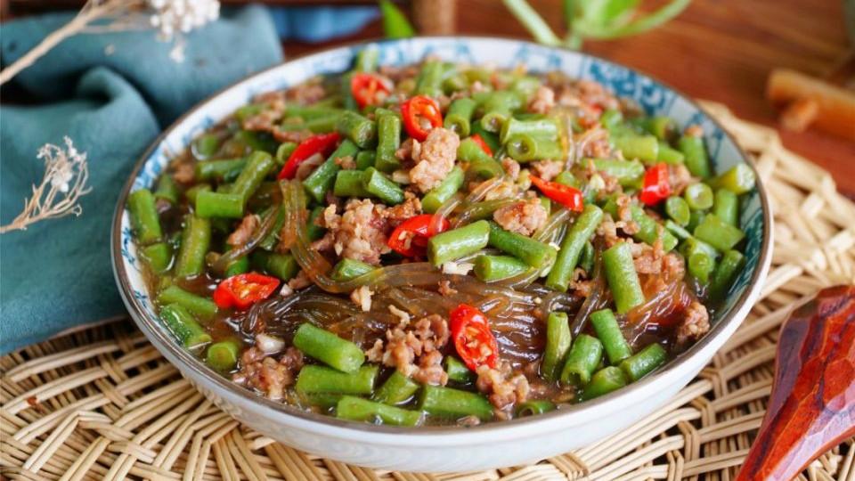 秋分后,这碱性蔬菜还有最后一茬,切碎搭配粉条炖,香喷喷特下饭