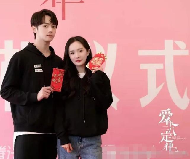 杨幂拍吻戏被围观网友调侃不像情侣像小姨和外甥