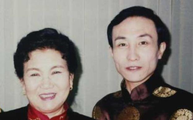 1999年,赵丽蓉求安乐死,临终说6个字:巩汉林退出春晚舞台