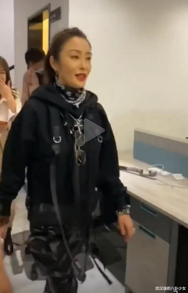 张敏时隔28年再扮赵敏,女神似冻龄气质依旧,53岁皮肤紧致惹人羡