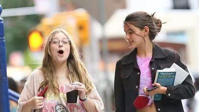 汤姆克鲁斯基因真好!14岁女儿继承高颜值,穿衣清凉比闺蜜高一头