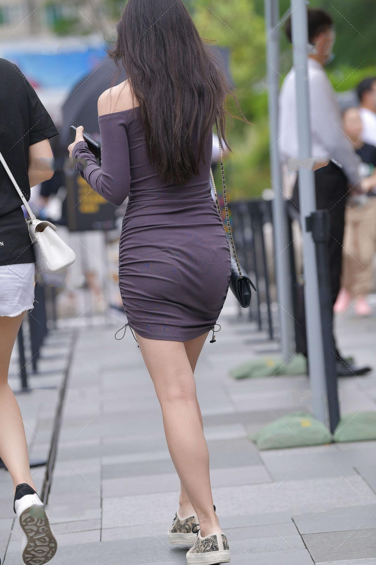 简单大气的修身裙,贴身舒适,谁穿谁好看