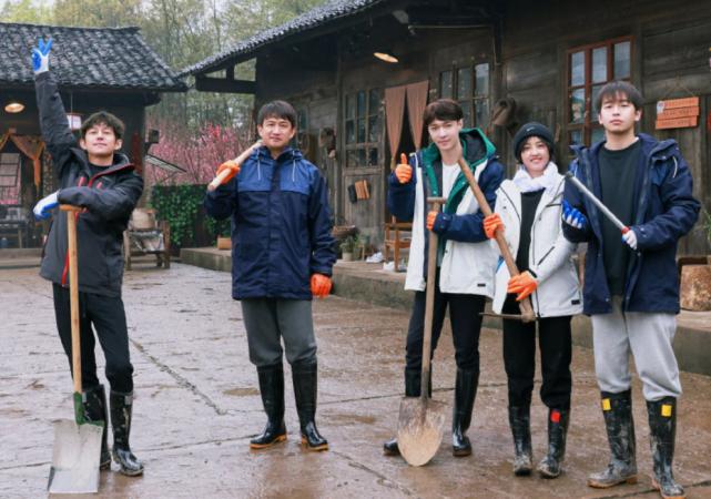 开门红!《向往的生活5》首播收视登四网榜首,实力碾压《跑男》