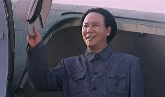 比古月和唐国强演得更像!主席形象终于有侯京健、王雷接班了_新闻娱乐化