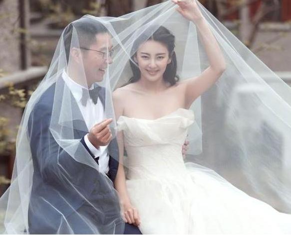 33岁张雨绮为啥总离婚?看过这些照片就知道了,都怪性感惹的祸
